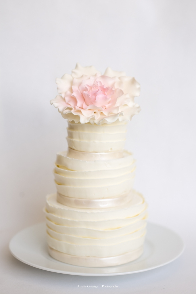 wedding cake with pink flower