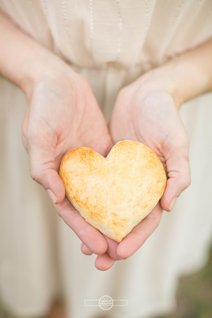 Heart shaped biscuit for wedding favor